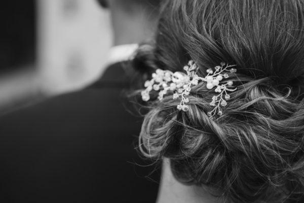 sesja ślubna fryzura ślubna dekoracja ślubna włosy pani młoda